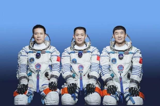 Китай отправит трех астронавтов насвою первую космическую станцию: Новости ➕1, 16.06.2021