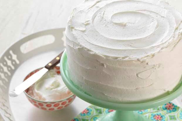 Смешиваем сгущенку с йогуртом 1 к 1. За полчаса получили торт из сплошного крема