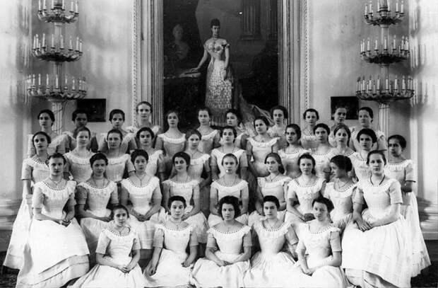 Женское образование вЦарской России: как был устроен институт благородных девиц