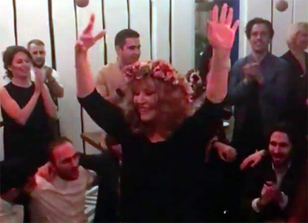 Пугачева станцевала греческий танец: видео