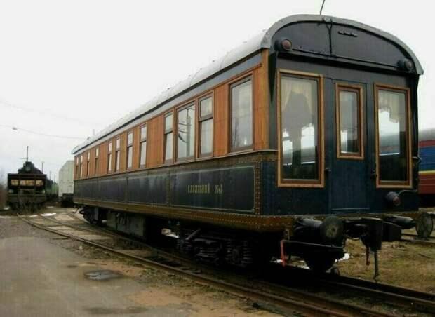 Почему в СССР поезда были только зелеными