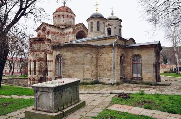 Один из древнейших христианских храмов России пострадал от наводнения в Крыму