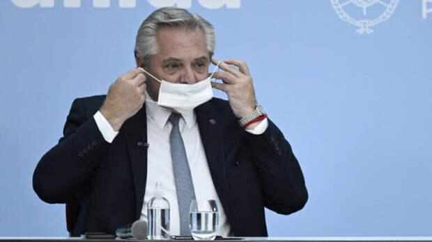 Привитый «Спутником V» президент Аргентины сообщил о подозрении на COVID
