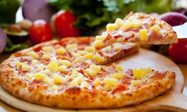 Картинки по запросу пицца с колбасой и сыром