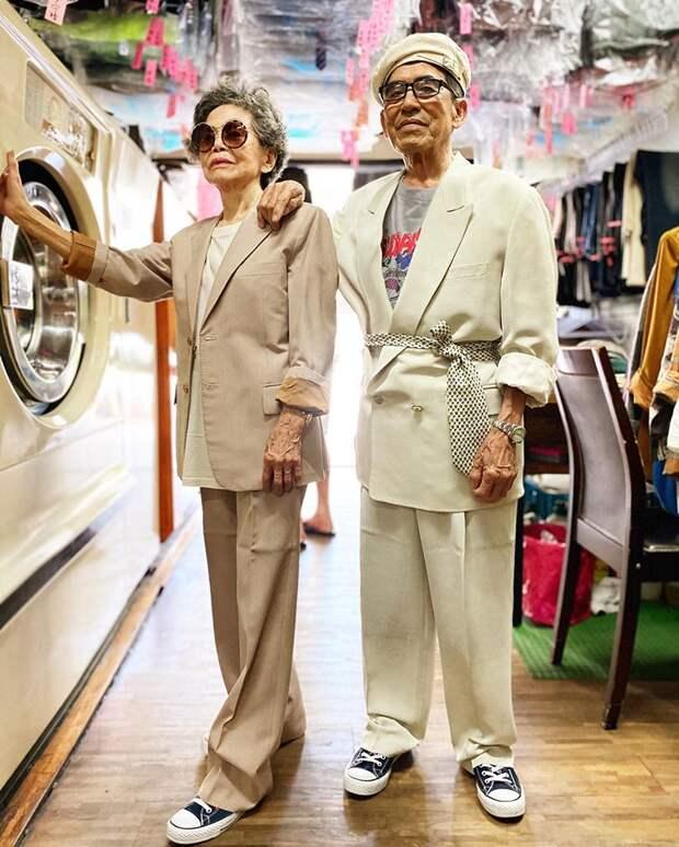 Супруги создают модные образы благодаря забытым в прачечной вещам