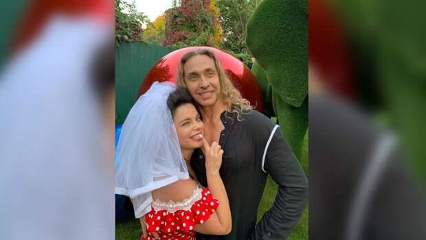 Пользователи не поверили в любовь Наташи Королевой к Тарзану