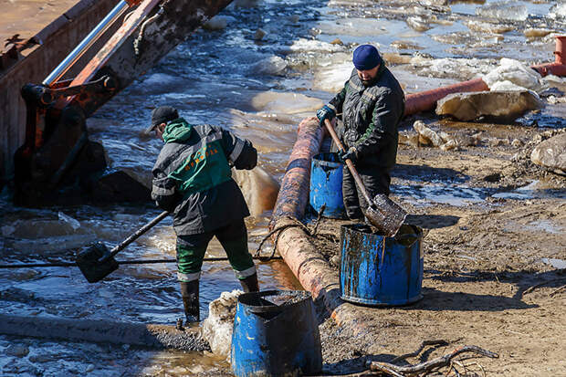 Авария на нефтесборном коллекторе в Коми. Фоторепортаж