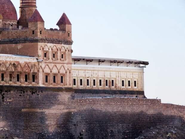Баязет. Часть 2: дворец Исхак-паши