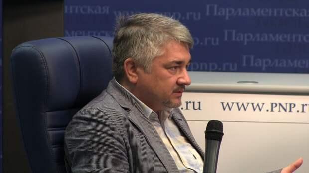 Политолог назвал главный интерес США в обострении ситуации в Донбассе