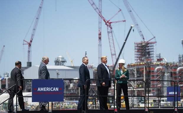 На фото: президент Дональд Трамп на экспортном терминале по сжижению природного газа