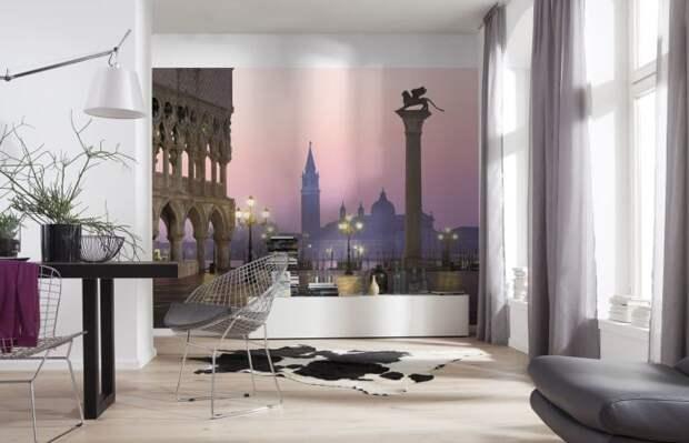 Фотообои с реалистичным изображением - отличное решение для интерьера узкой комнаты.