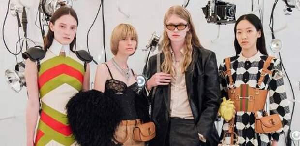 Пайетки, необычные аксессуары и (неожиданно) логотипы Balenciaga: как прошел показ новой коллекции Gucci осень-зима 2021