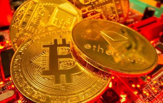 Representations of the virtual currency Bitcoin and Ethereum stand on a motherboard in this picture illustration taken May 20, 2021. REUTERS/Dado Ruvic/Illustration