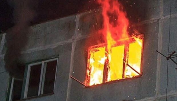 25 человек эвакуировали пожарные из горящего дома на севере Карелии