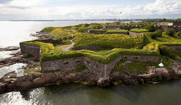 https://www.discoveringfinland.com/wp-content/uploads/2017/01/helsinki_suomenlinna_attractions_1200x700.jpg