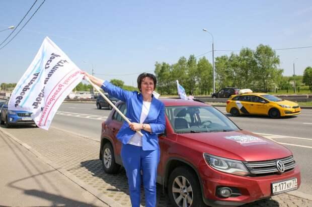 Москвичи поддержали инициативу Разворотневой «За доступный гараж» автопробегом