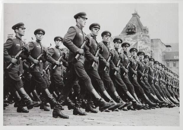 Лица советской эпохи на снимках Евгения Халдея