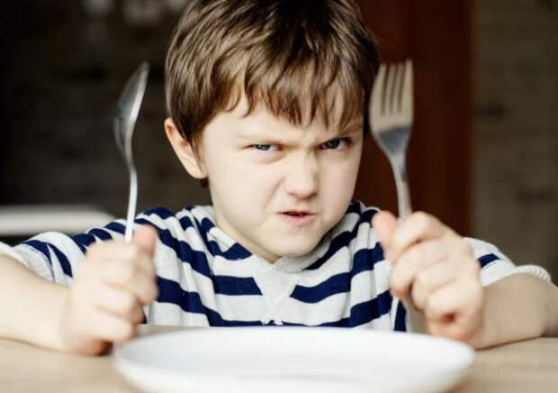 Суп-жижа и каша из макарон: чем кормит петербургских детей «Флоридан»