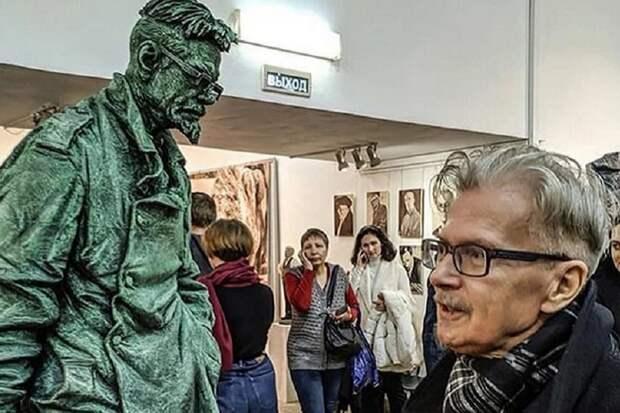 Памятник Эдуарду Лимонову открыт в Москве