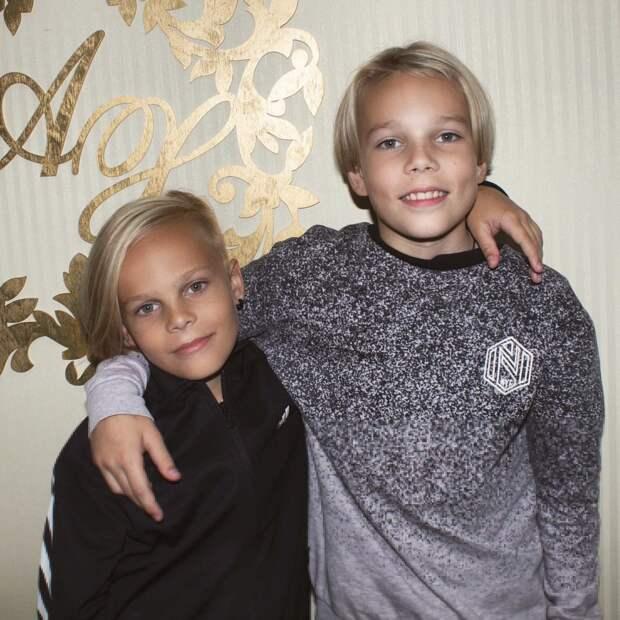 Как выглядит подросший сын Жанны Фриске и другие дети участниц группы «Блестящие»