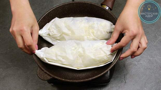 Скумбрия в пергаменте на сковороде без масла: получается вкусная, нежная рыба и кухню проветривать не надо