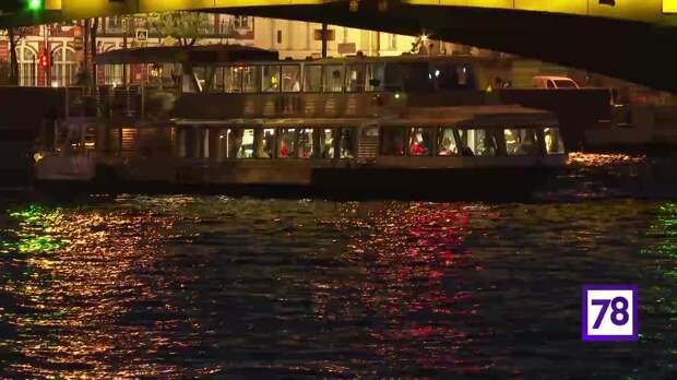 Дворцовый мост приобрёл золотой оттенок - видео