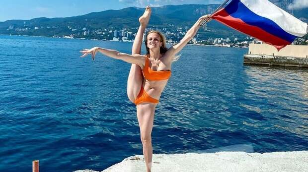 Выступавшая за Украину синхронистка сделала фото с флагом России в Крыму