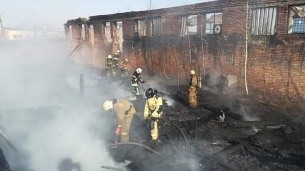 В МЧС рассказали подробности крупного пожара на улице Кулагина в Барнауле