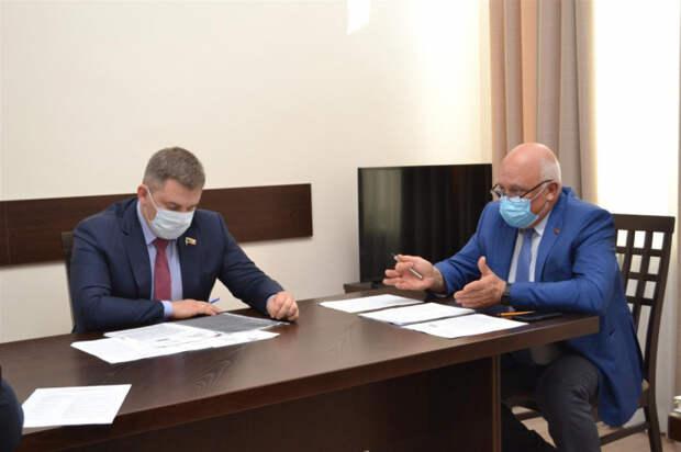 Дмитрий Ламейкин совместно с вице-спикером ЗСК провел заседание рабочей группы по вопросу открытия филиала медколледжа в Красноармейском районе