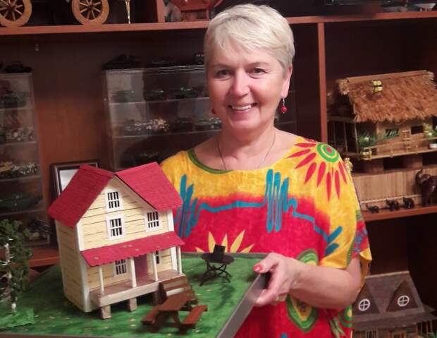 Хобби: жительница Северного Тушина строит макеты домиков