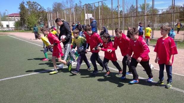 В первомайские дни на спортивных площадках Ленинского района проходят соревнования, посвященные Дню Победы в Великой Отечественной войне