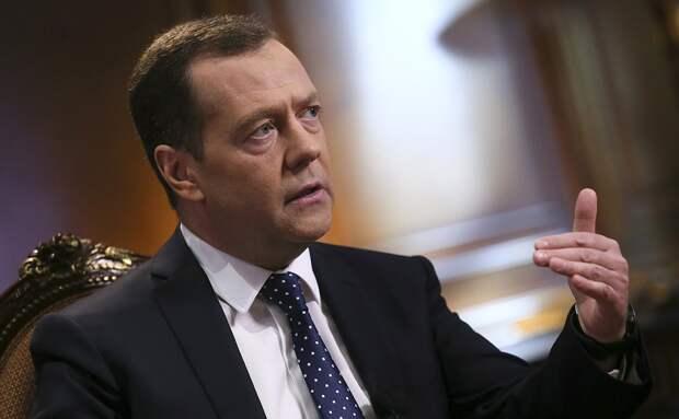 Медведев: Зеленского пытаются втянуть в войну (ВИДЕО)