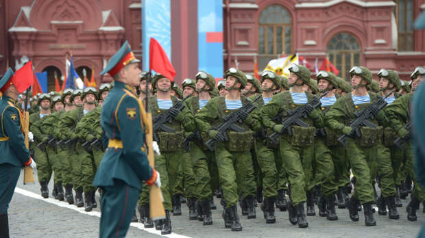 На Западе испугались количества военных на Красной площади в День Победы