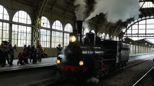 Вклад железнодорожников в Победу оценили на петербургском параде паровозов
