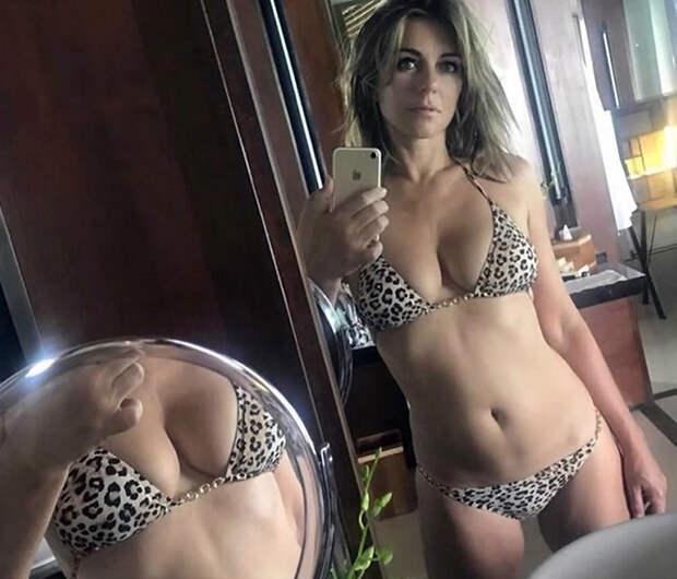 55-летняя Элизабет Херли позирует в любимом бикини