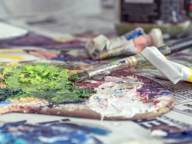 В Петербурге начались уроки живописи для родителей детей с особыми возможностями здоровья