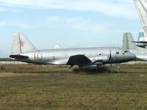 Неутомимый Ил-12: обзор и история пассажирского самолета