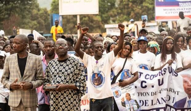 Граждане ЦАР активно голосуют на избирательных участках в Париже и Чаде