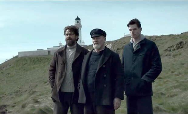 Смотрители маяка прибыли на остров и бесследно исчезли. Они оставили необычные письма