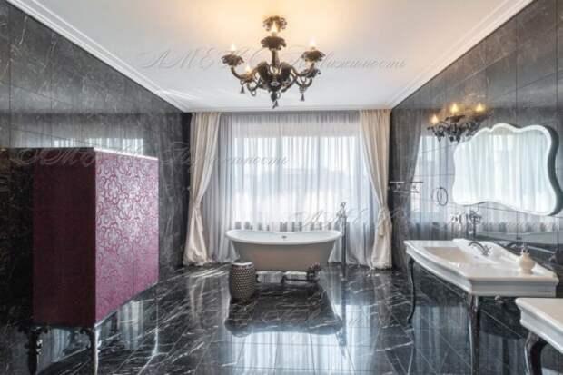 Почем в Омске продают 2-этажную квартиру с печью и камином