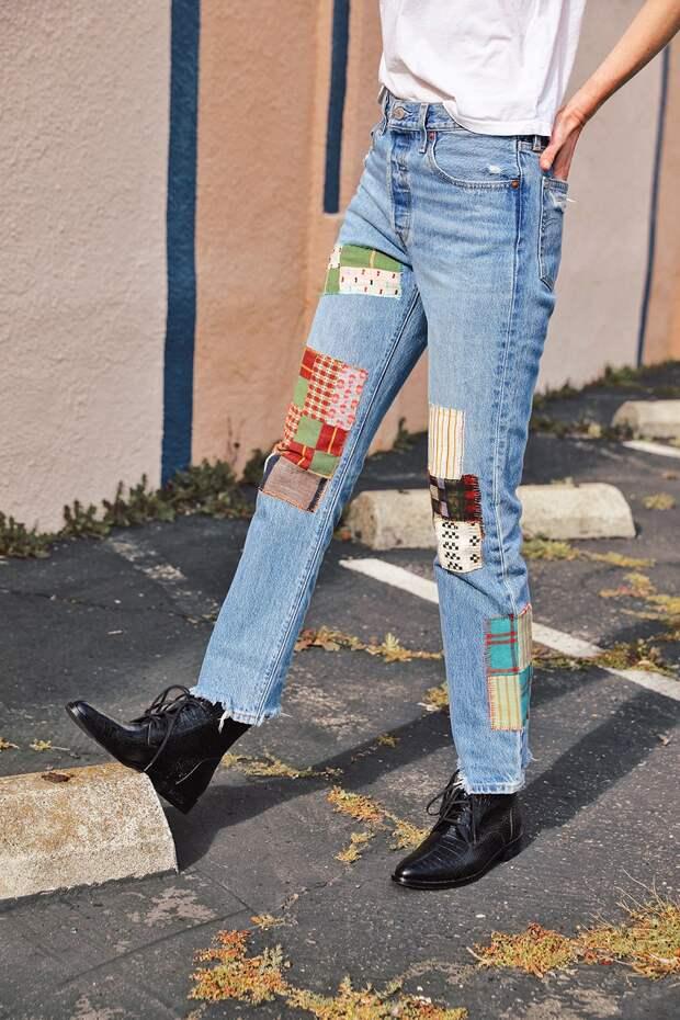 Переделайте старые джинсы в яркую дизайнерскую вещь с помощью обычных заплаток