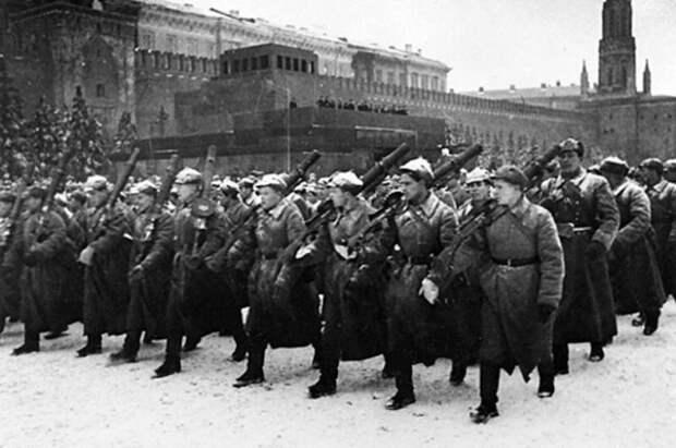 Легендарный парад на Красной площади 7 ноября 1941 года