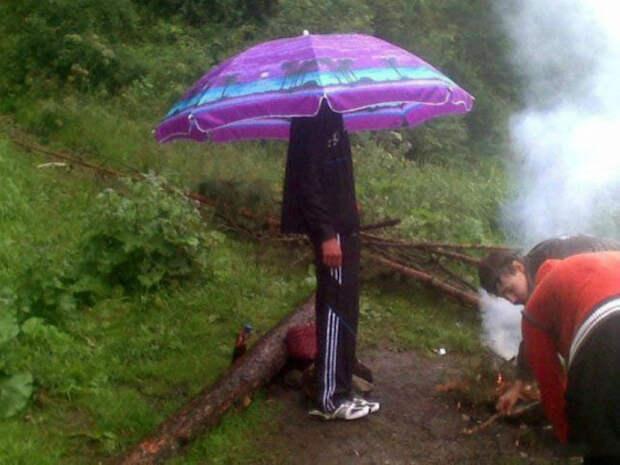 По мнению Novate.ru, пляжный зонт лучше любой панамки. | Фото: WOWBiz.