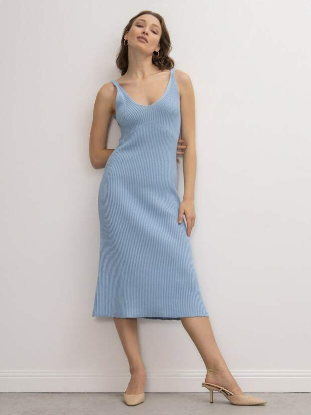 С чем стилизовать лёгкие платья ранней весной?