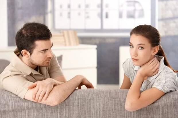 Теща и свекровь растащили молодую семью каждая к себе. «Ну и ладно, будем жить гостевым браком!» - успокаивает жену муж