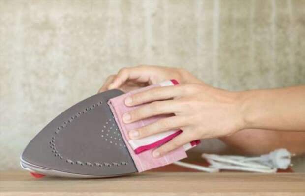 8 способов отчистить утюг от накипи и нагара без нанесения вреда покрытию