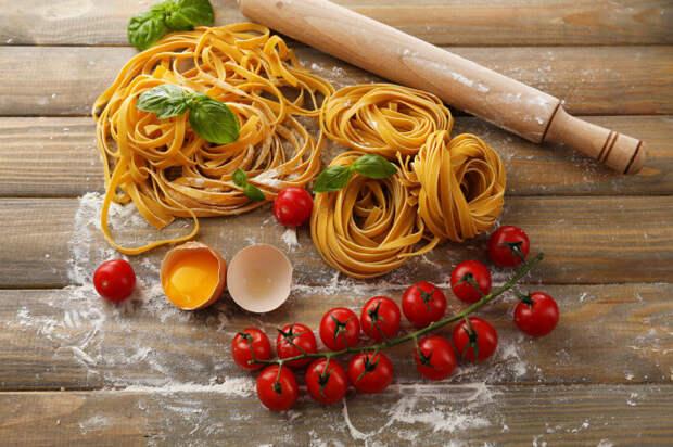 Где появились макароны, почему пасту считают итальянской и как приготовить культовое блюдо неаполитанской кухни