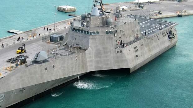 ВМС США произвели около 30 пулеметных выстрелов из-за маневров иранских кораблей