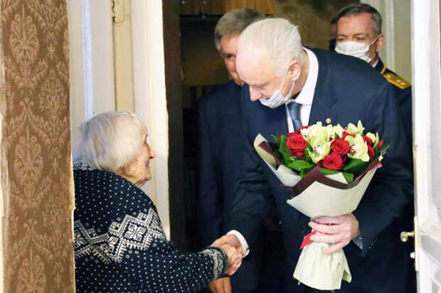 Бастрыкин поздравил 100-летнюю петербурженку с наступающим Днем Победы