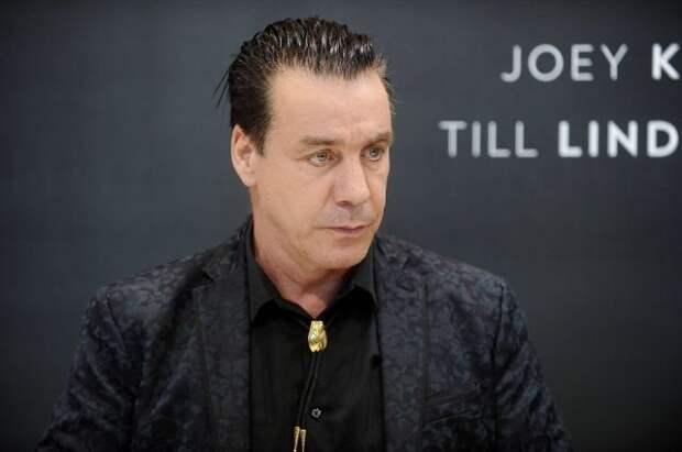 Солист Rammstein спел на русском языке советскую композицию